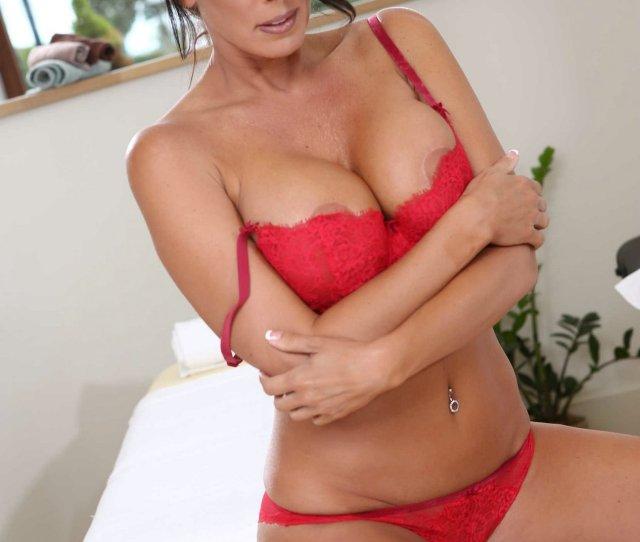 Gorgeous Brunette Milf Reagan Foxx Posing Naked For Camera