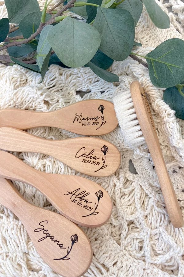 brosse en bois personnalisée avec prénom
