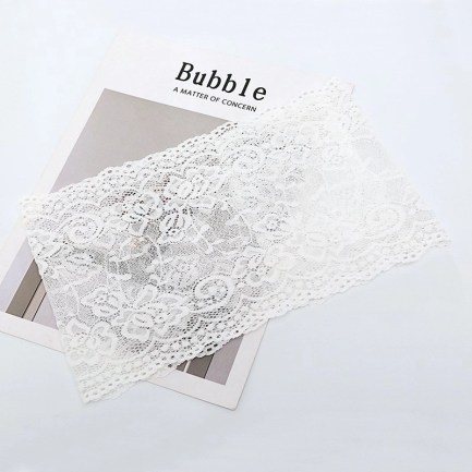 Stylish Lace Garter With Cell Phone Pocket