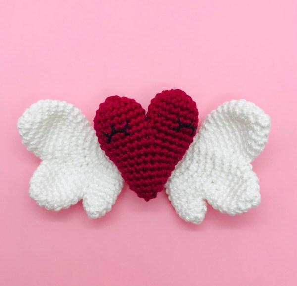 patron crochet coeur ailé