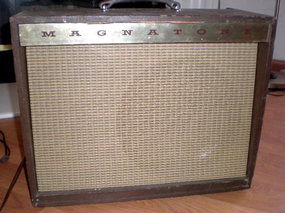 S Magnatone Custom 250 Guitar Amplifier