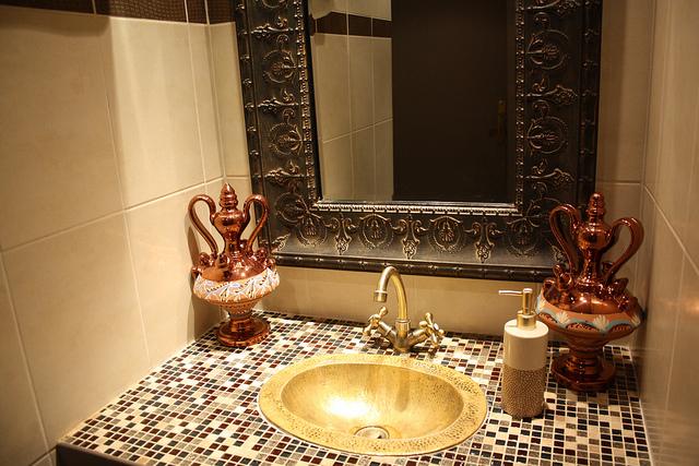 Stylish moroccan bathroom