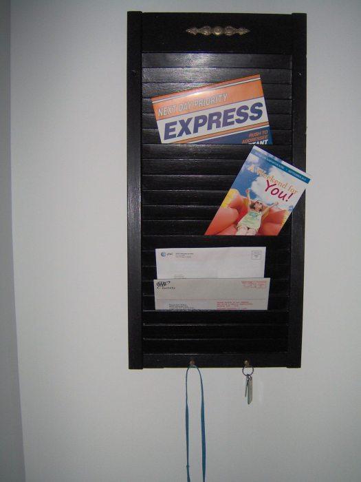shutter memo-mail holder