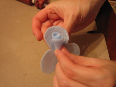 how to make wool blend felt rosette pins