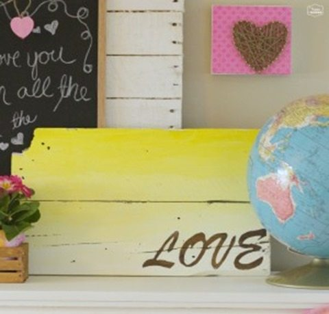 DIY-Ombre-Pallet-Sign-LOVE-sign