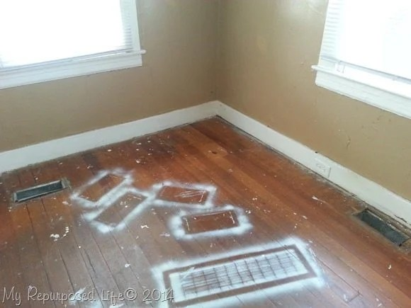 spray-paint-hardwood-floors