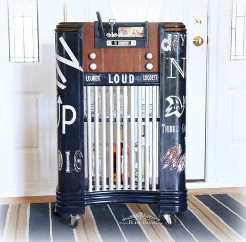 vintage-radio-into-bar