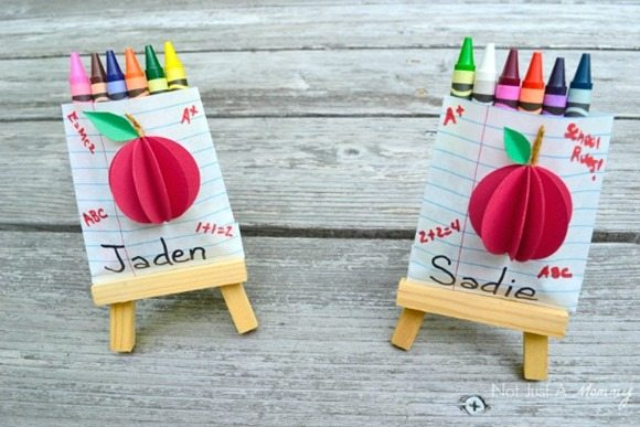 back-to-school-crayon-favor-bags-