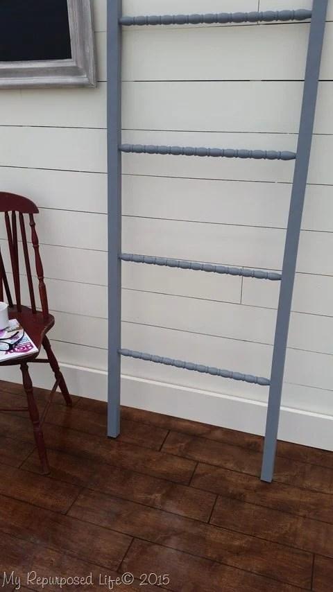 gray-diy-easy-blanket-ladder