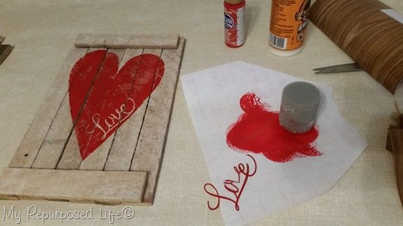 red-heart-reclaimed-wood-valentine-decor