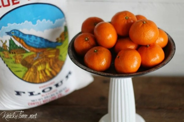 easy tutorial turn a pie plate into a pedestal stand Knick of Time for MyRepurposedLife.com