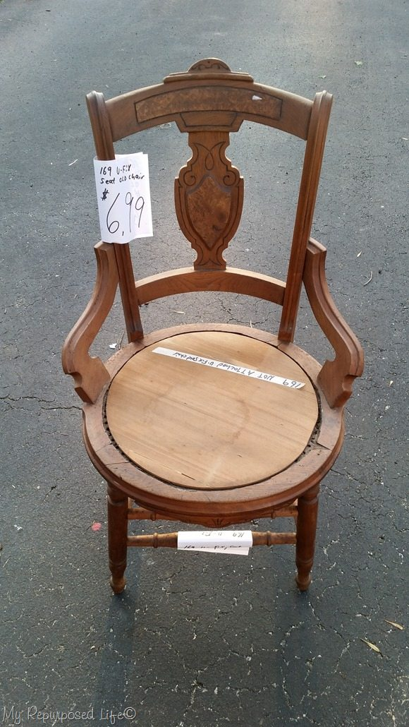 Exceptionnel Antique Chair With Borken Seat