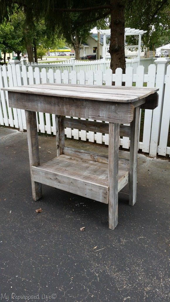 How to make a whitewashed salvaged wood (fence boards) outdoor bar, beverage station or kitchen island. MyRepurposedLife.com