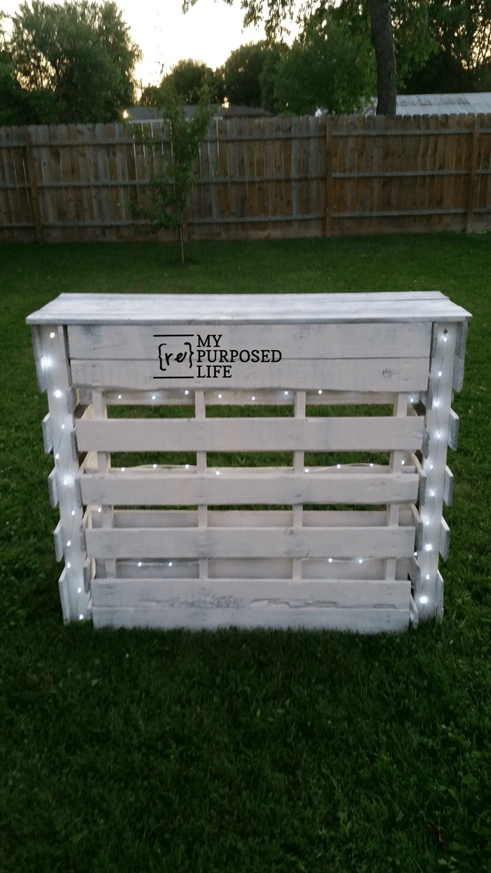 outdoor portable folding pallet bar with rope lights MyRepurposedLife.com