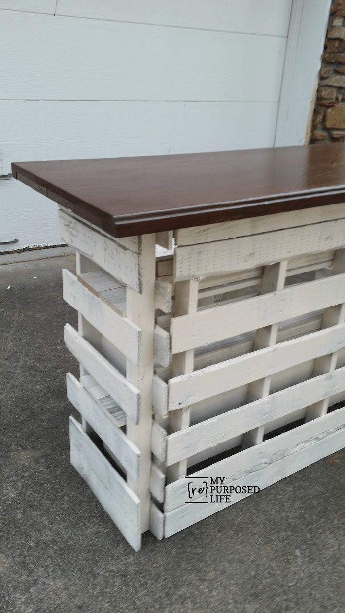 portable fold up pallet bar from MyRepurposedLife