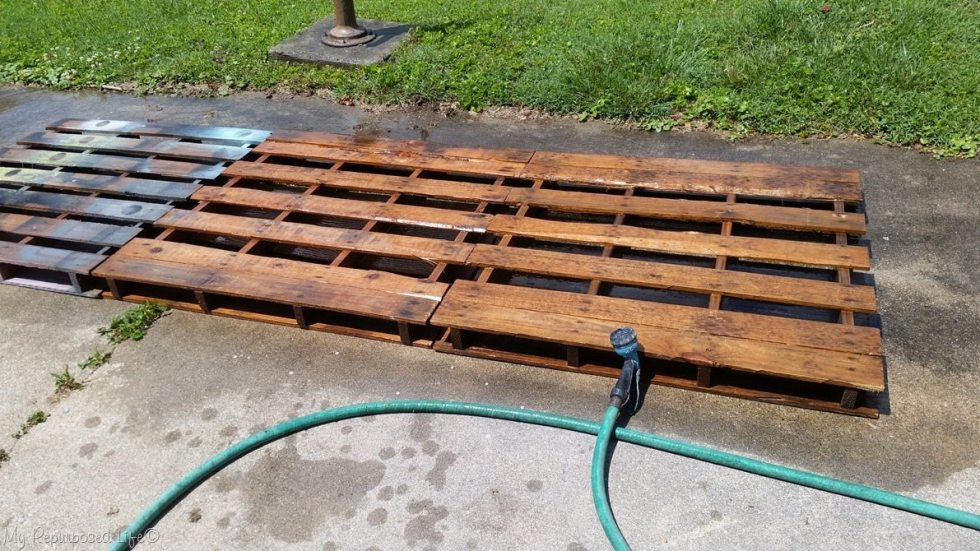 wash off dirty pallets