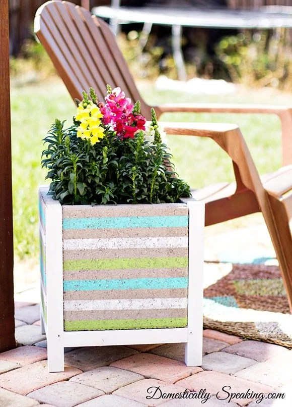 DIY-Paver-Planter-with-a-Beachy-Stripe-15