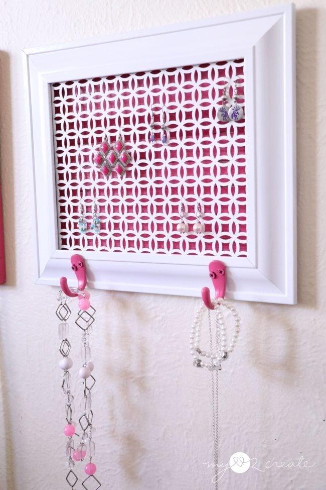 easy DIY jewelry holder