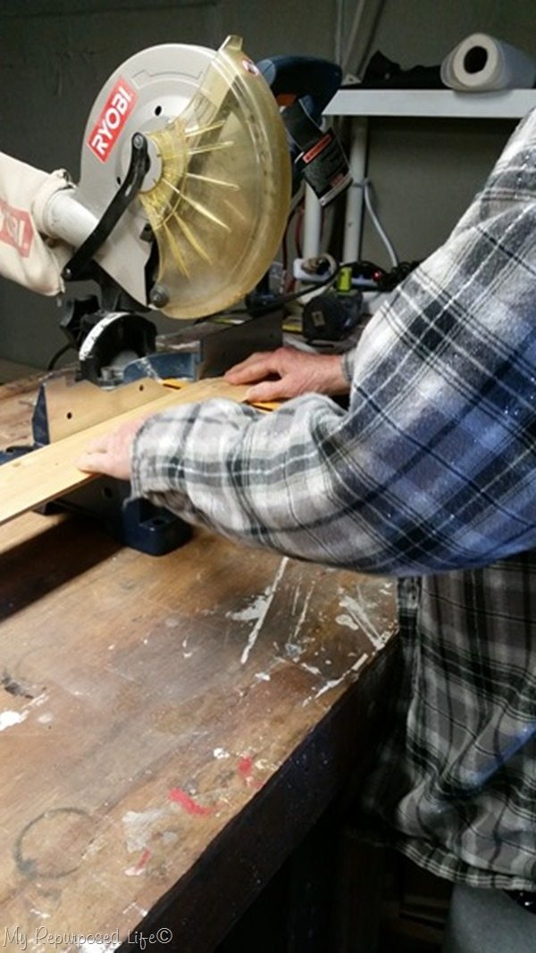 cut bead board on miter saw