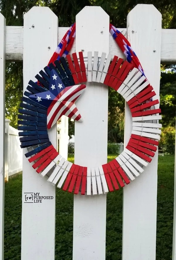 outdoor clothespin wreath for 4th of July MyRepurposedLife.com