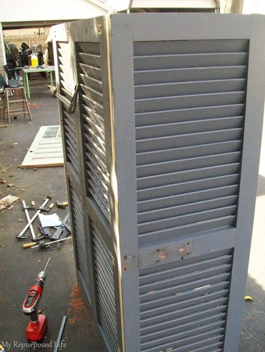 how to construct a bookshelf made of shutters