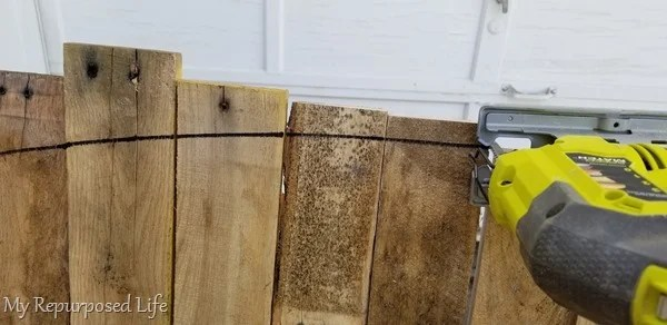 cut arch of pallet bench with jigsaw