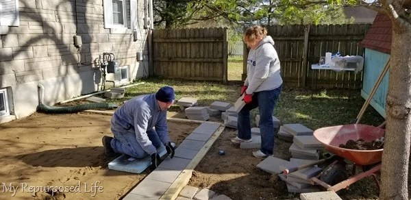 placing pavers in patio