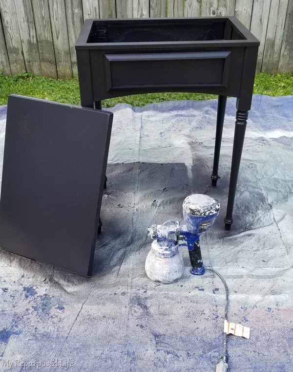 paint drink station with paint sprayer