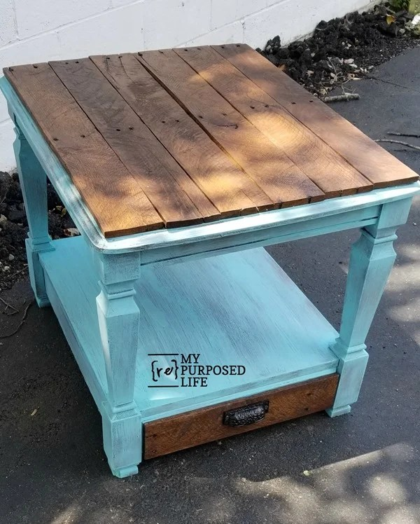 rustic side table with pallet board top MyRepurposedLife