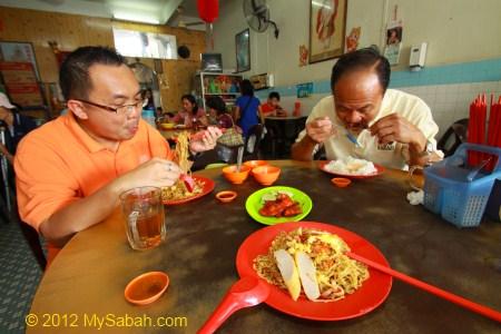 eating Tamparuli Mee