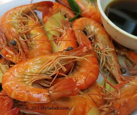 Boiled shrimp (白灼虾)
