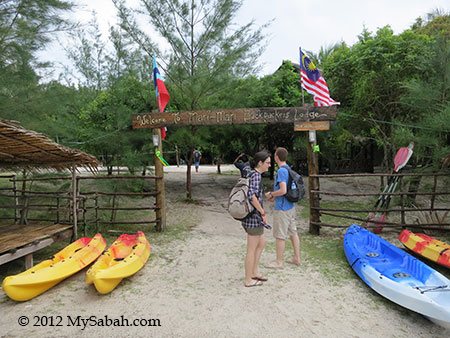 entrance of Mari-Mari Backpackers Lodge (Mantanani Island)