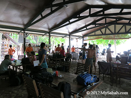 dining hall of Mari-Mari Backpackers Lodge (Mantanani Besar Island)