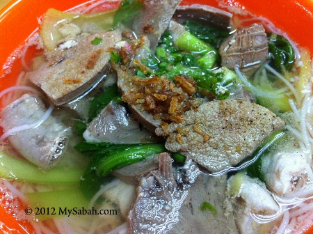 close-up of pork noodle (豬雜米粉)