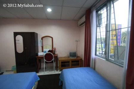 Mostyn Hotel twin bedroom