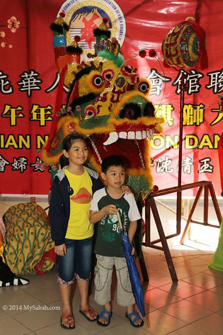 giant dragon head