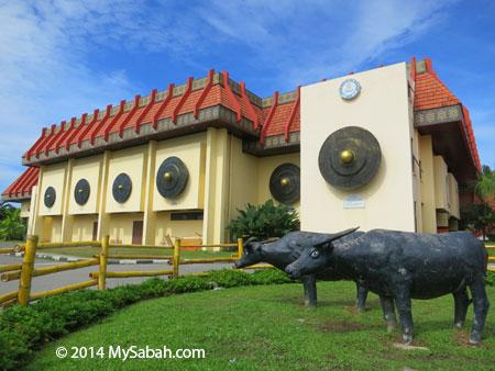 gong on building of KDCA Penampang