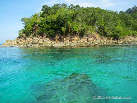 rocky shore of Sapi Island