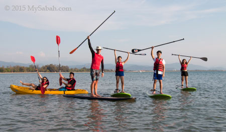 stand up paddle boarding group photo in Pantai Tanjung Aru