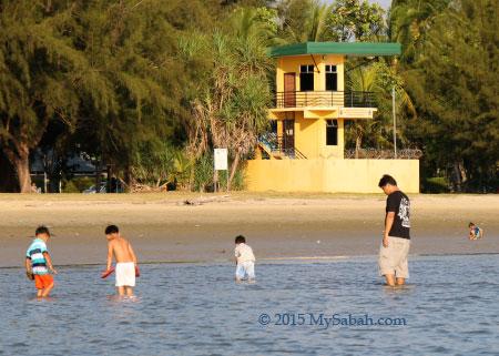 yellow lifeguard house in Pantai Tanjung Aru