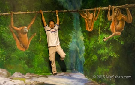 hanging out with orangutan apes in 3D Wonders Museum