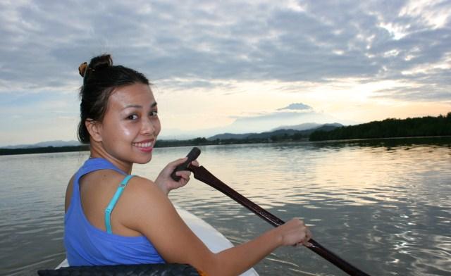 Kayaking in Mengkabong River