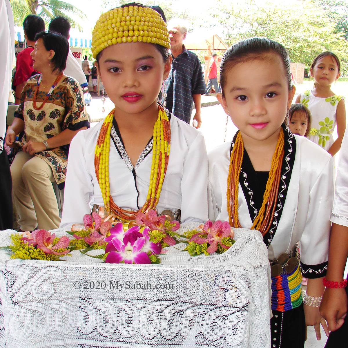Cute Lundayeh flower girls in Sipitang