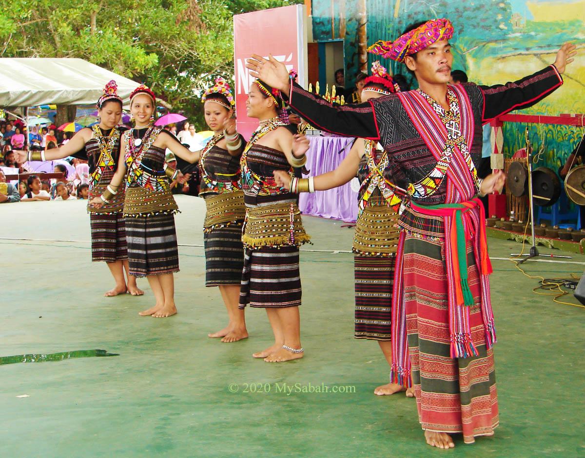 Rungus people dancing Mongigol Sumandai