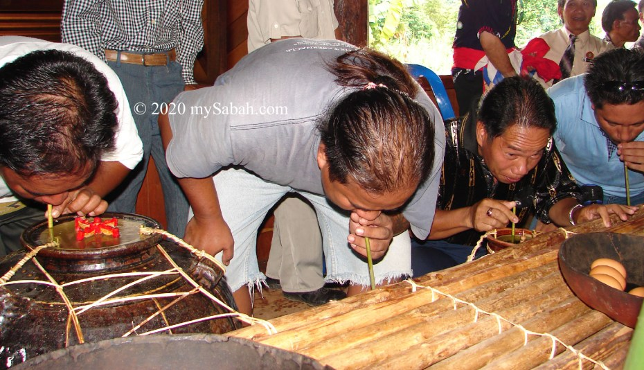 Guests taking their turn to sip Tapai