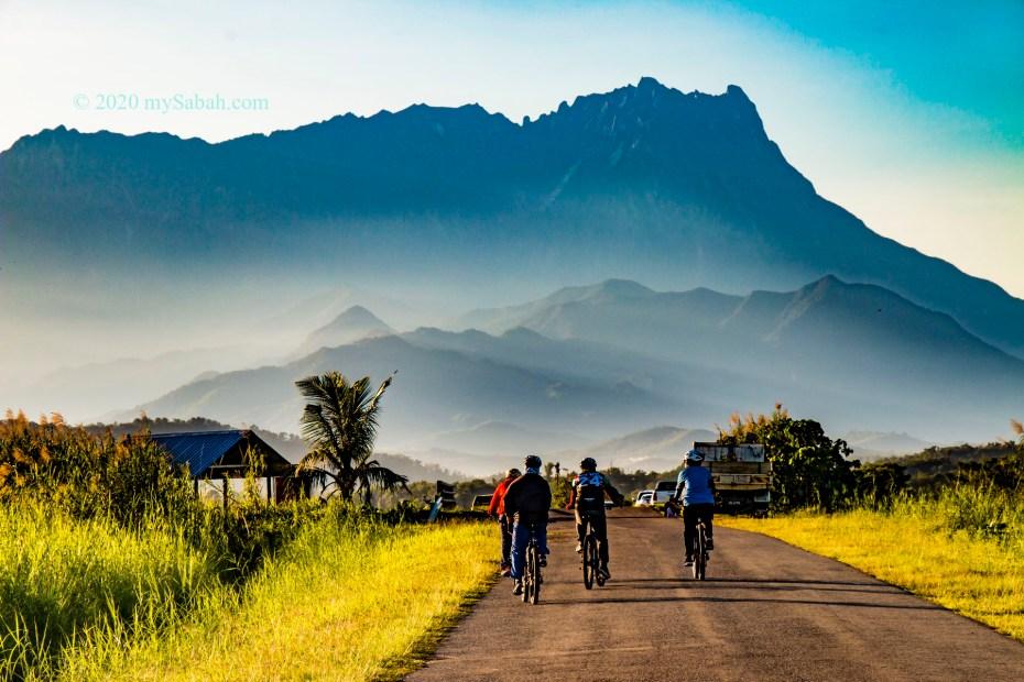 Cyclists at Tempasuk Plains