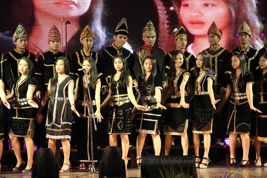 Sumazau dance in chorus