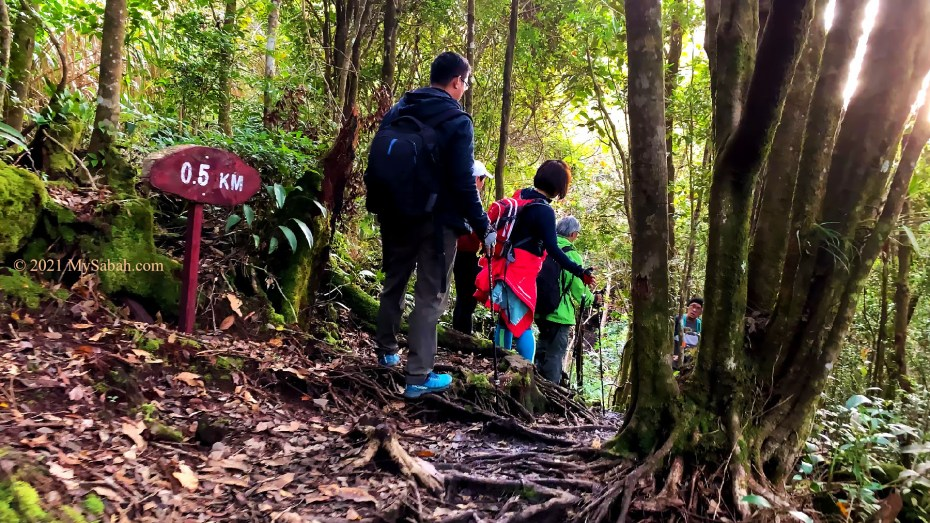 The 500-Meter trail mark of Maragang Hill