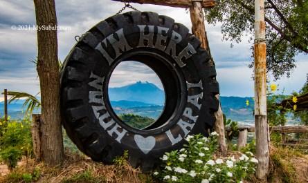Tyre landmark of Nuluh Lapai with Mount Kinabalu