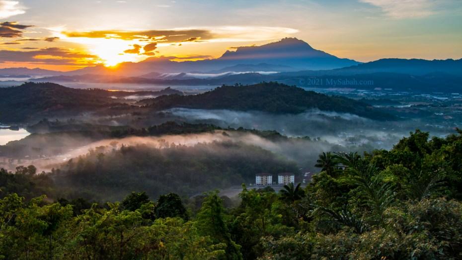 Watching sunrise over Mount Kinabalu from Nuluh Lapai